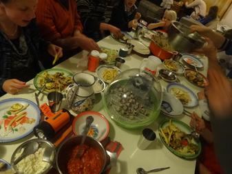 kwarteleitjes_op_tafel