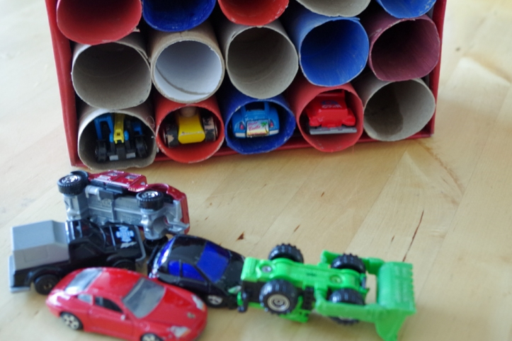DIY opruimdoos voor speelgoedautootjesDIY opruimdoos voor speelgoedautootjes