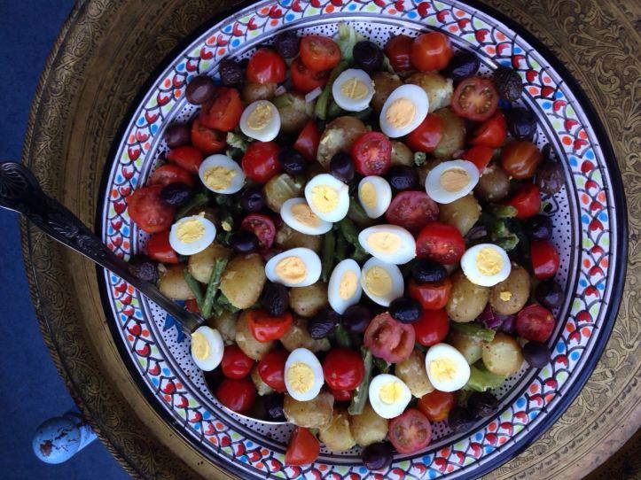 Salade Niçoise met gekookte kwarteleitjes.